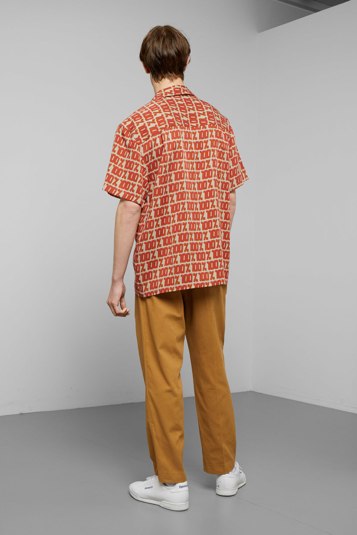 Model back image of Weekday skyway hundred short sleeve shirt in beige
