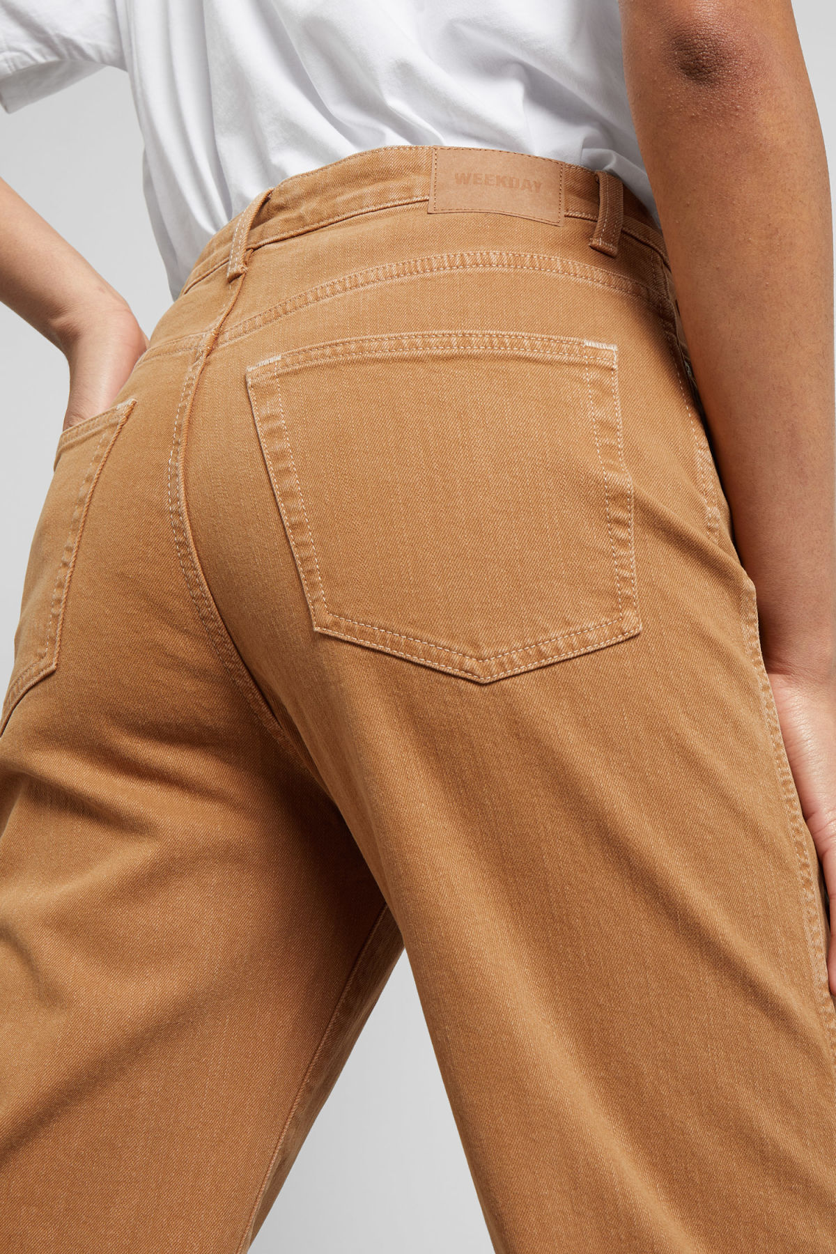 Model side image of Weekday veer camel jeans in beige
