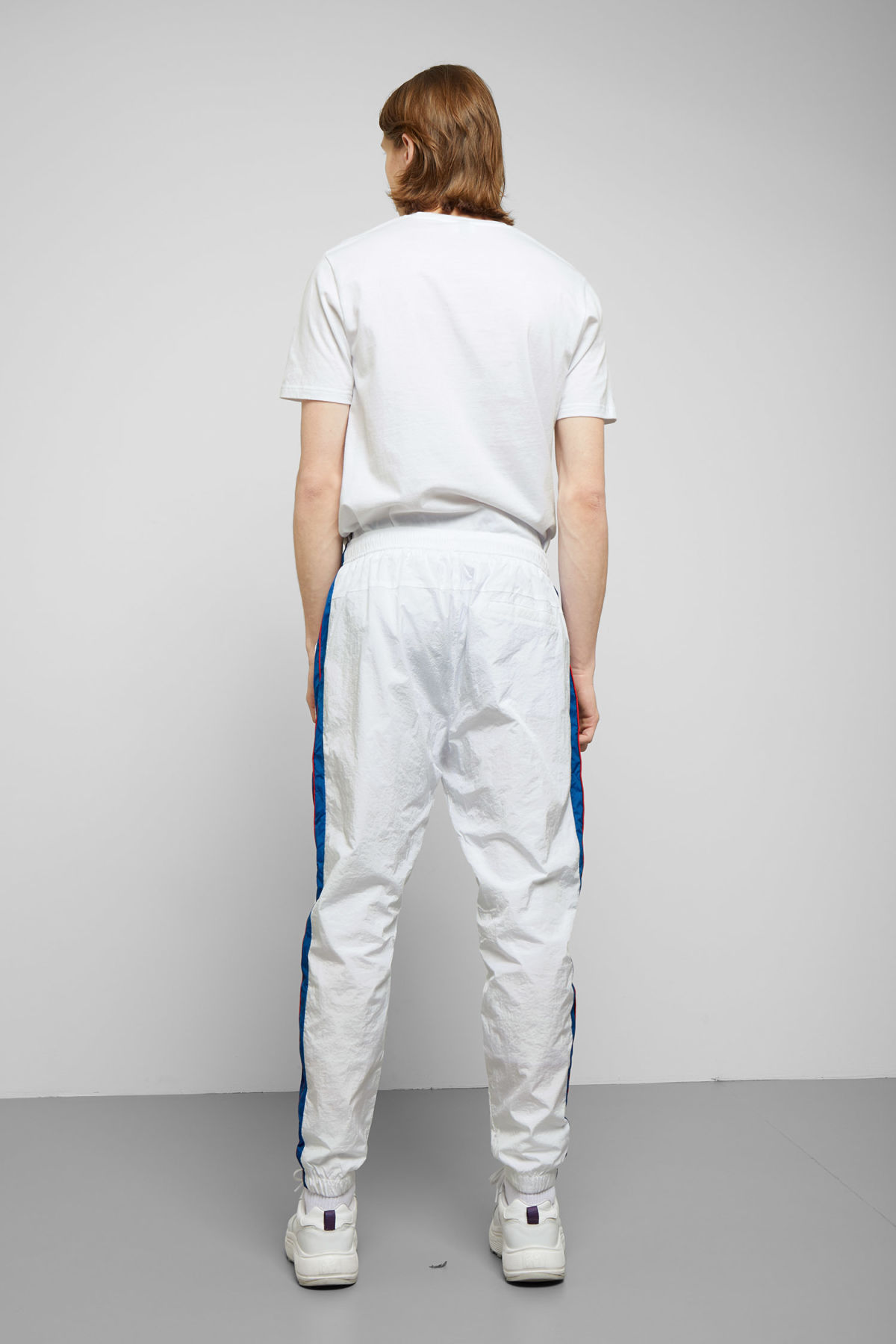 Model back image of Weekday piecero pants in white