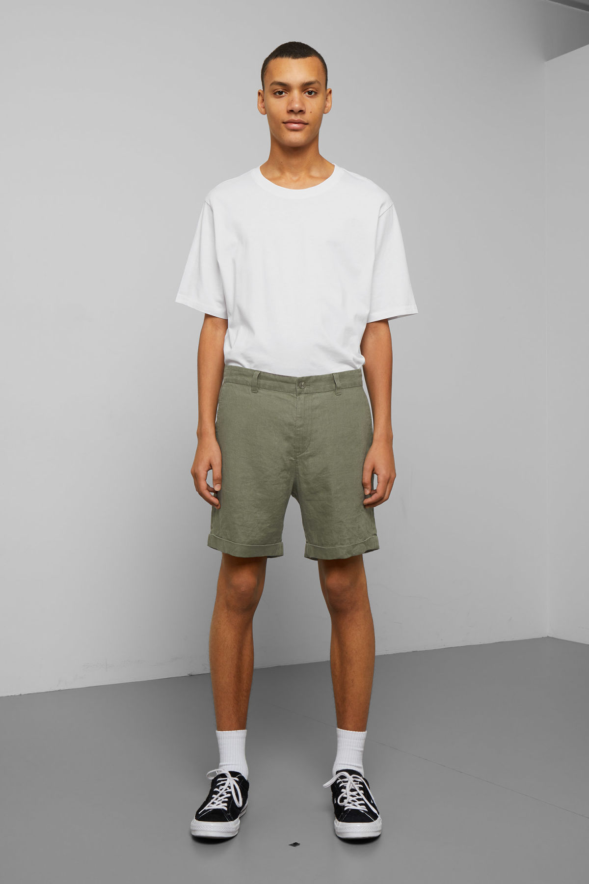 Model front image of Weekday mash linen shorts in green