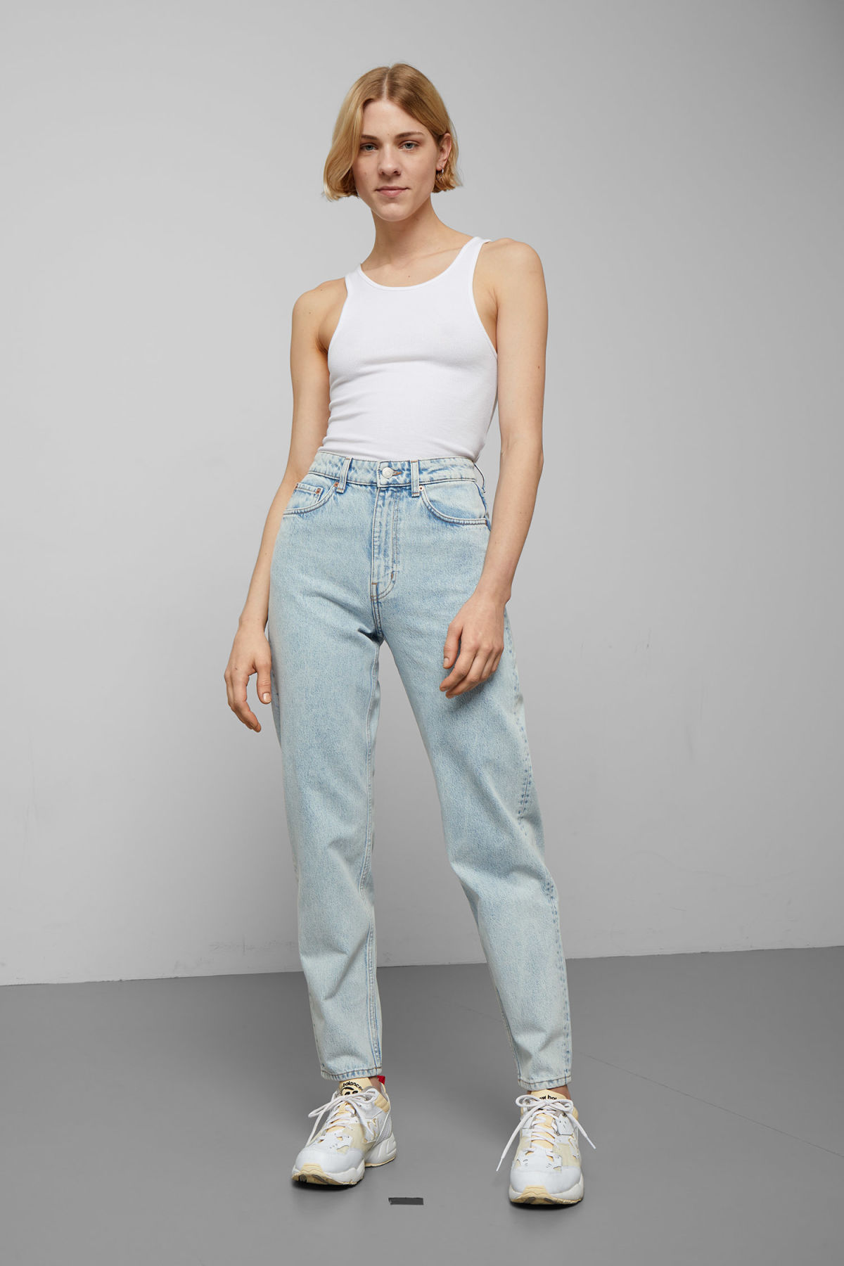 Model front image of Weekday lash stone blue jeans in blue