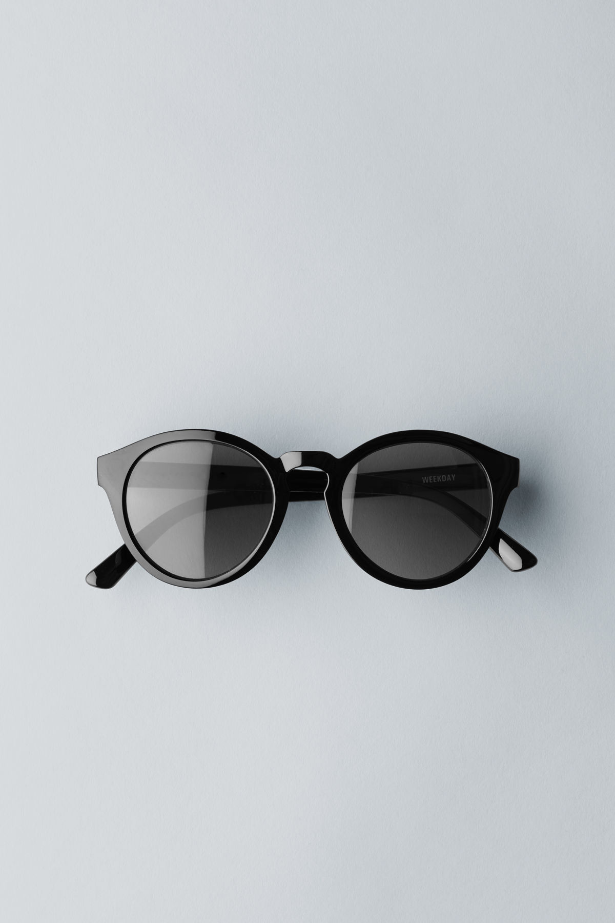 Front image of Weekday transfer rounded sunglasses in black