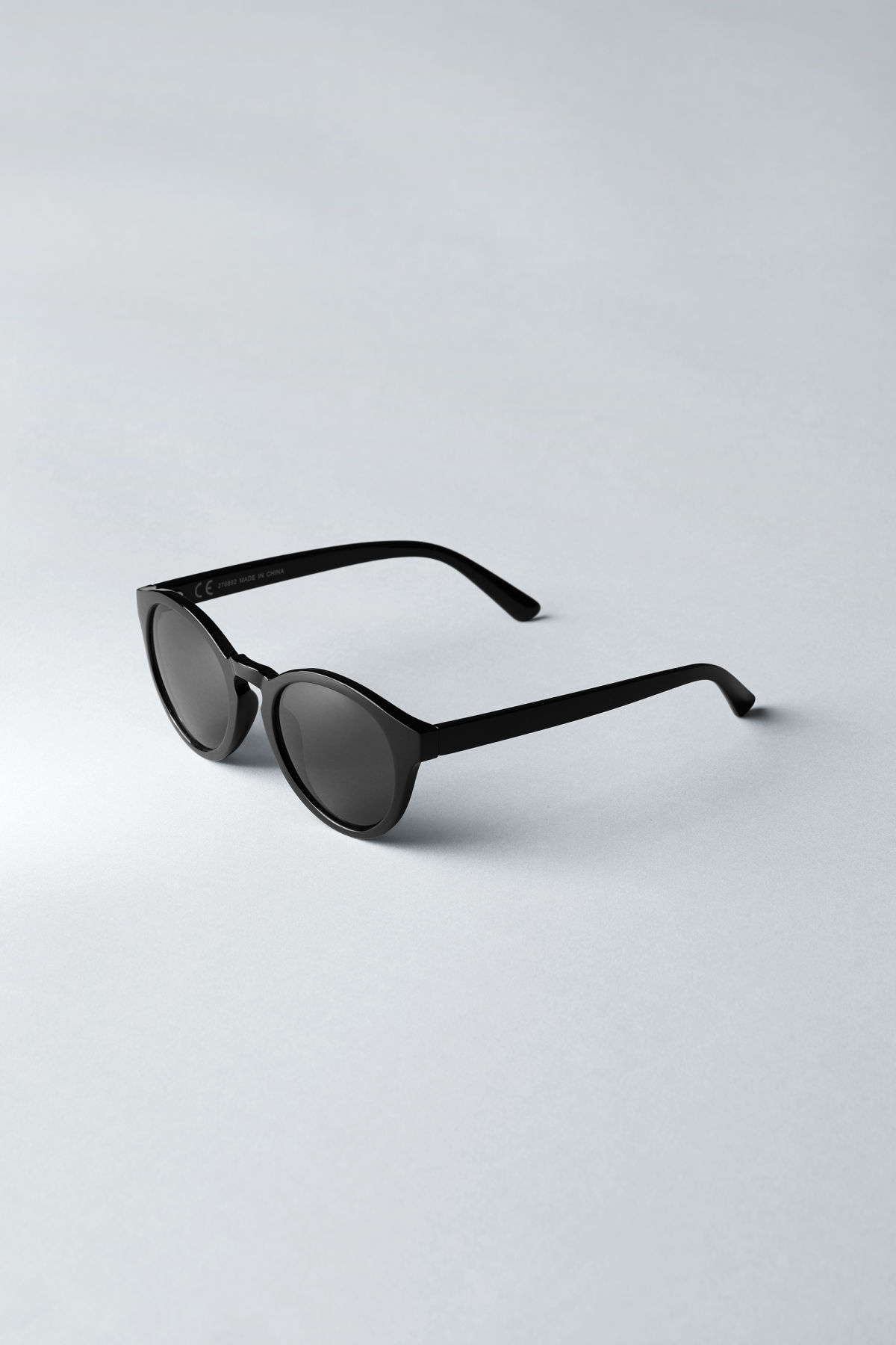 Back image of Weekday transfer rounded sunglasses in black