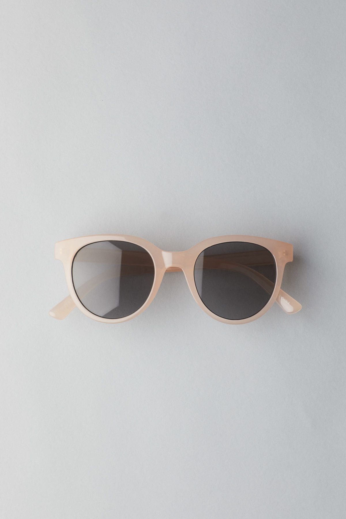 Front image of Weekday transfer rounded sunglasses in orange