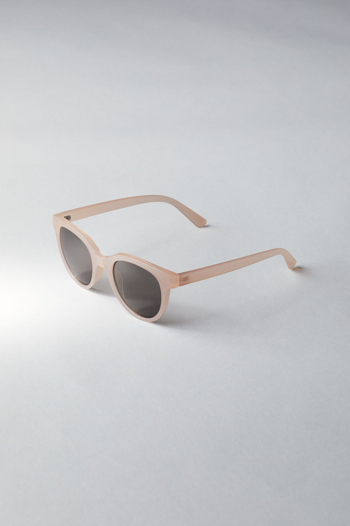 Back image of Weekday transfer rounded sunglasses in orange