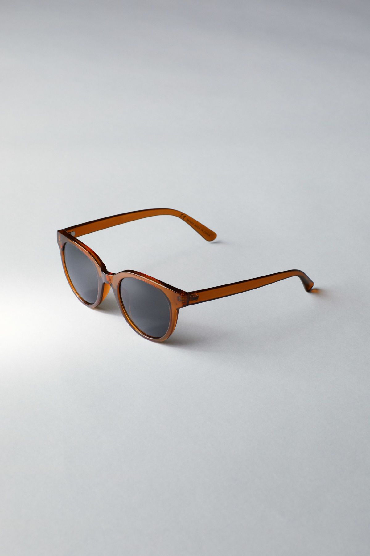 Back image of Weekday transfer rounded sunglasses in yellow