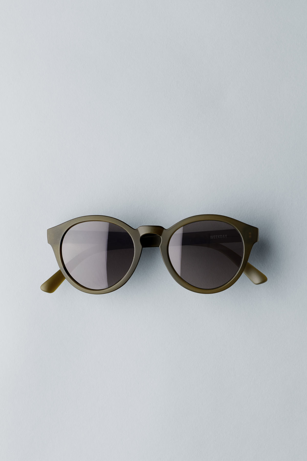 Front image of Weekday transfer rounded sunglasses in green