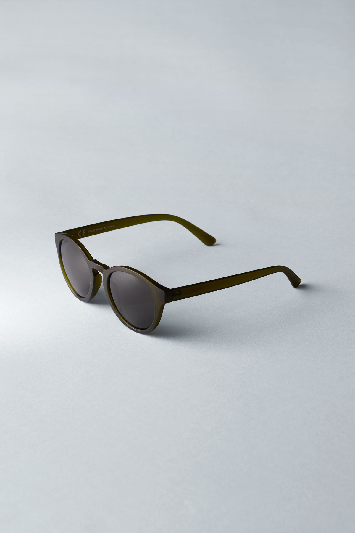 Back image of Weekday transfer rounded sunglasses in green