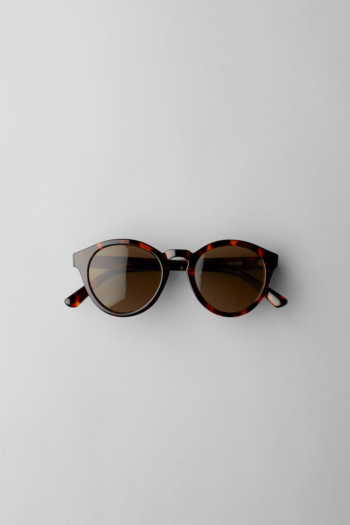Front image of Weekday transfer rounded sunglasses in brown