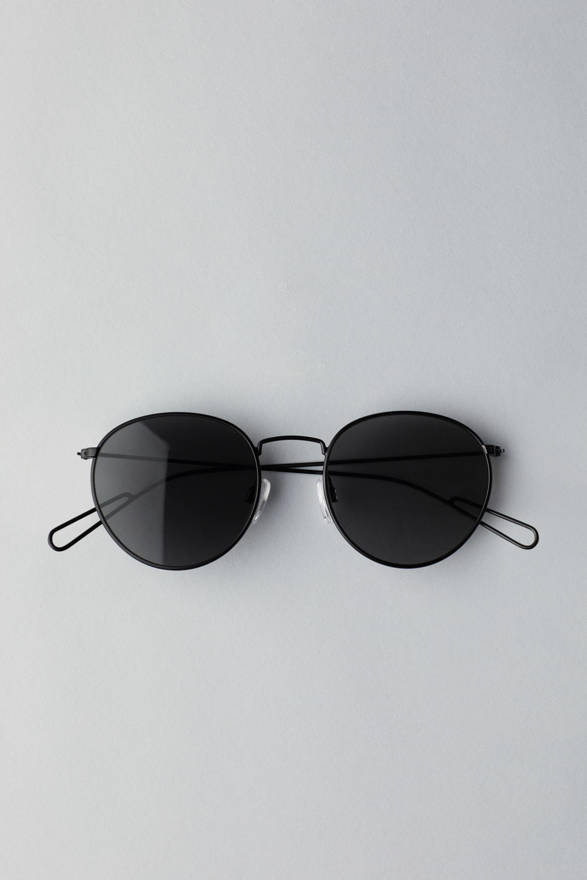 Front image of Weekday explore rounded sunglasses in black