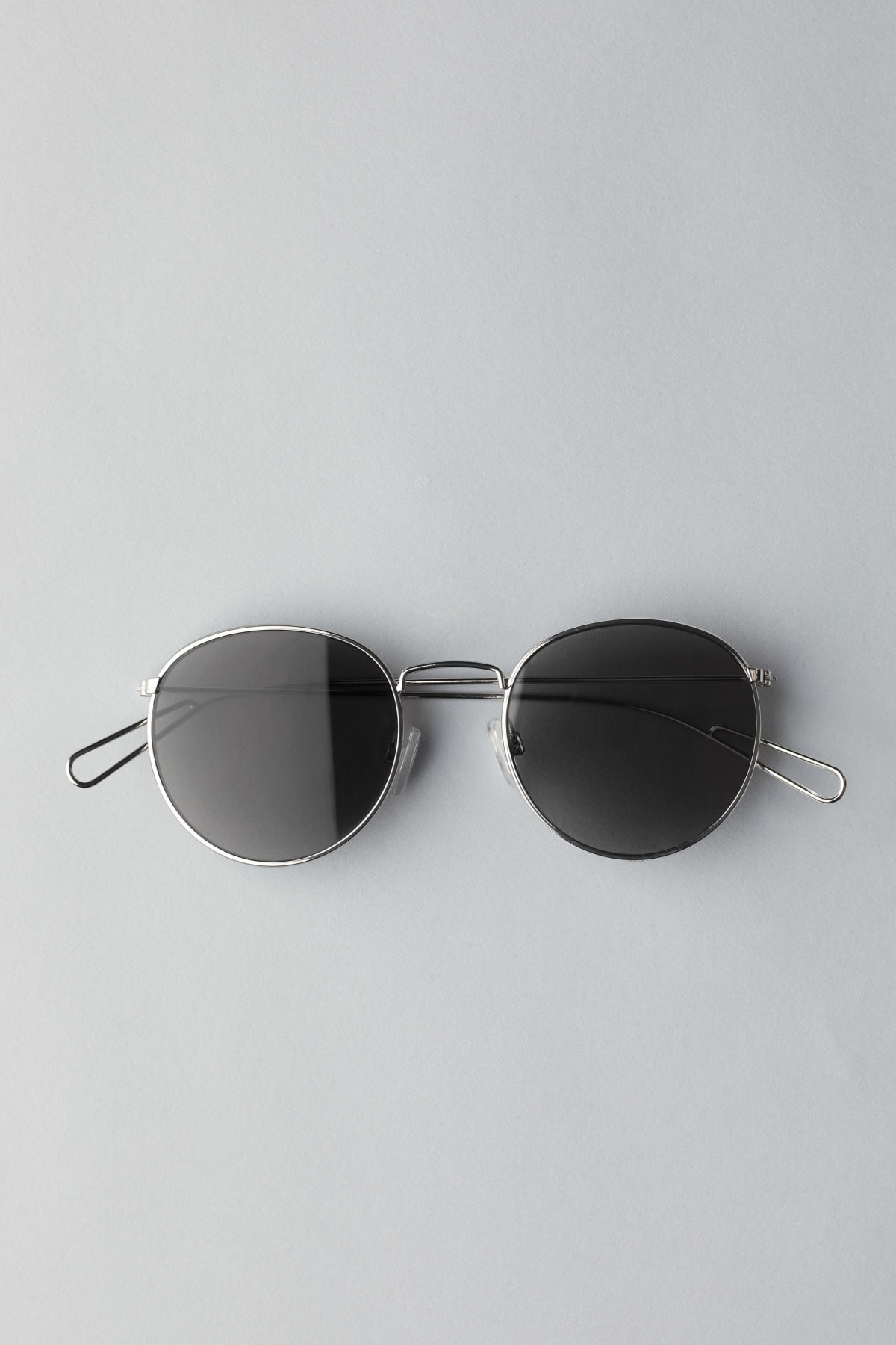 Front image of Weekday explore rounded sunglasses in silver