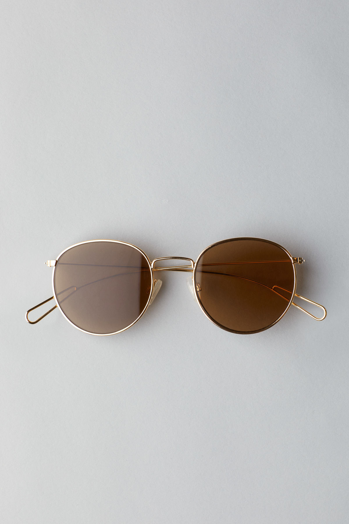 Front image of Weekday explore rounded sunglasses in gold