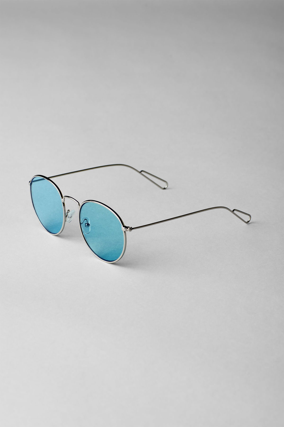 Back image of Weekday explore rounded sunglasses in silver