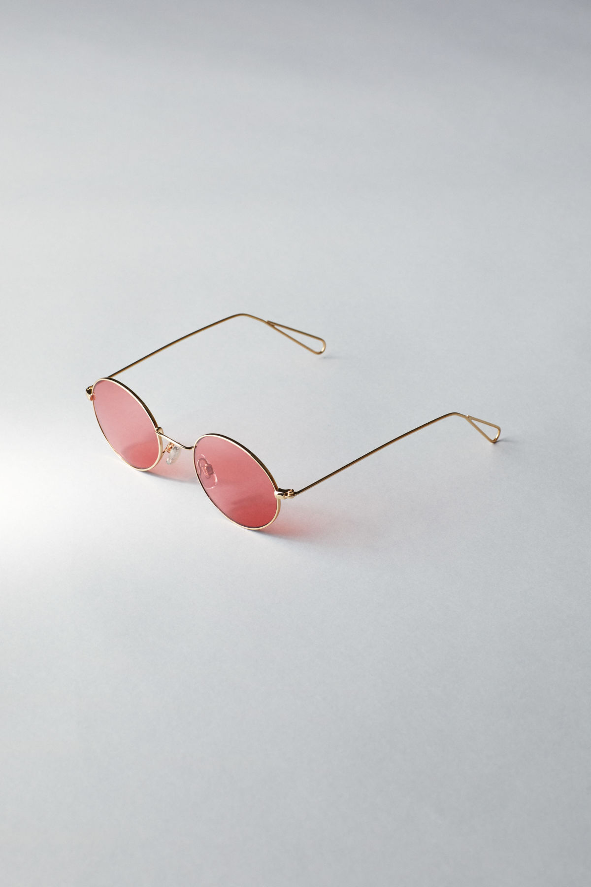 Back image of Weekday trip oval sunglasses in gold