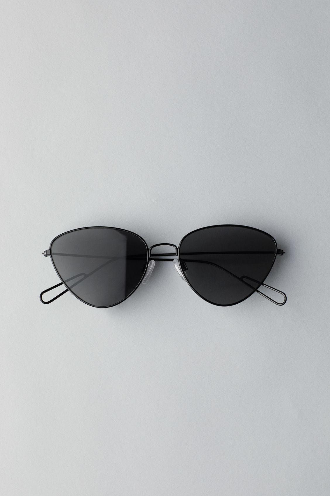 Weekday Taxi Cateye Sunglasses - Black rqQ03W