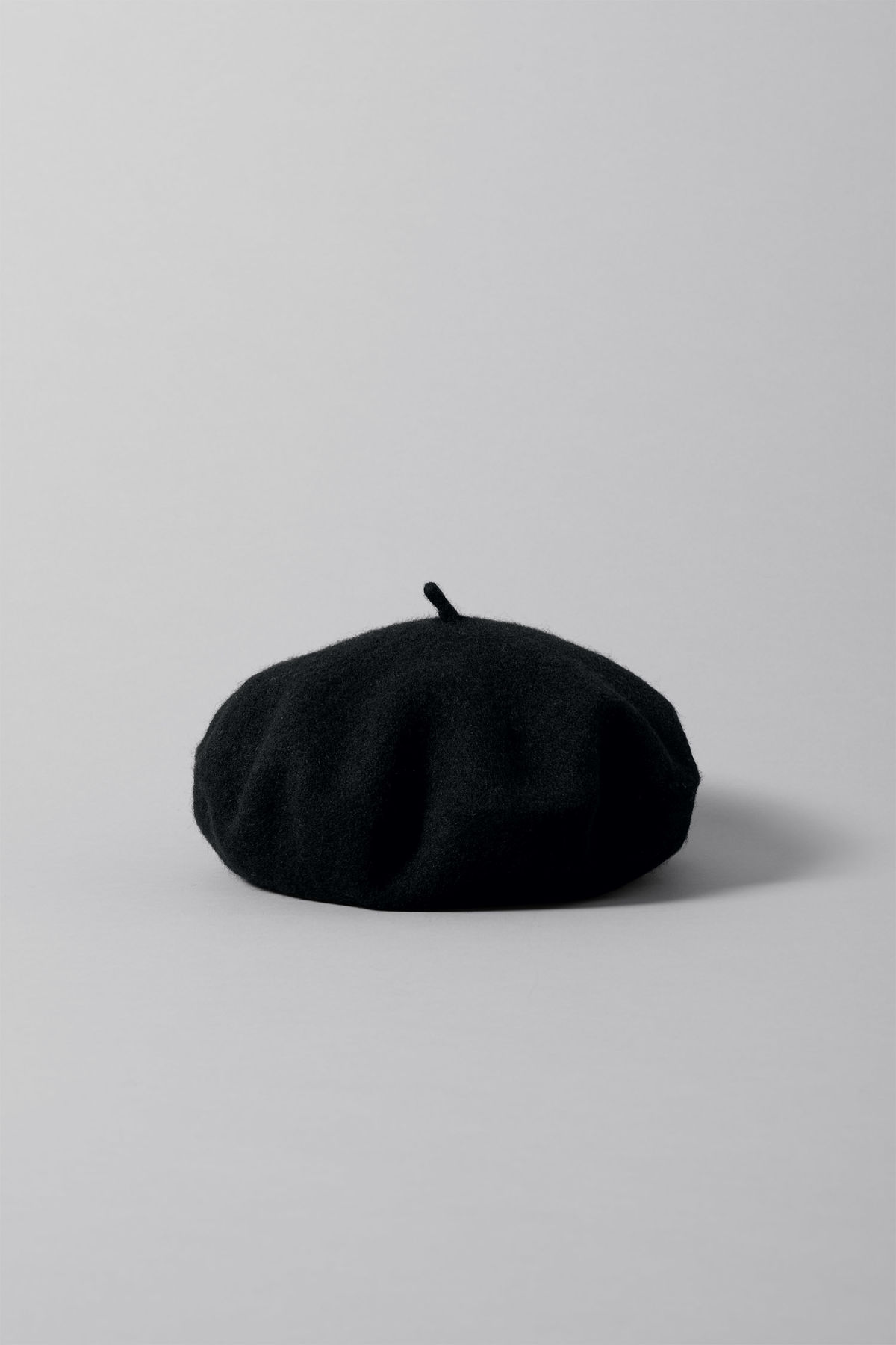 Front image of Weekday fall beret in black 6192f5d9cf0