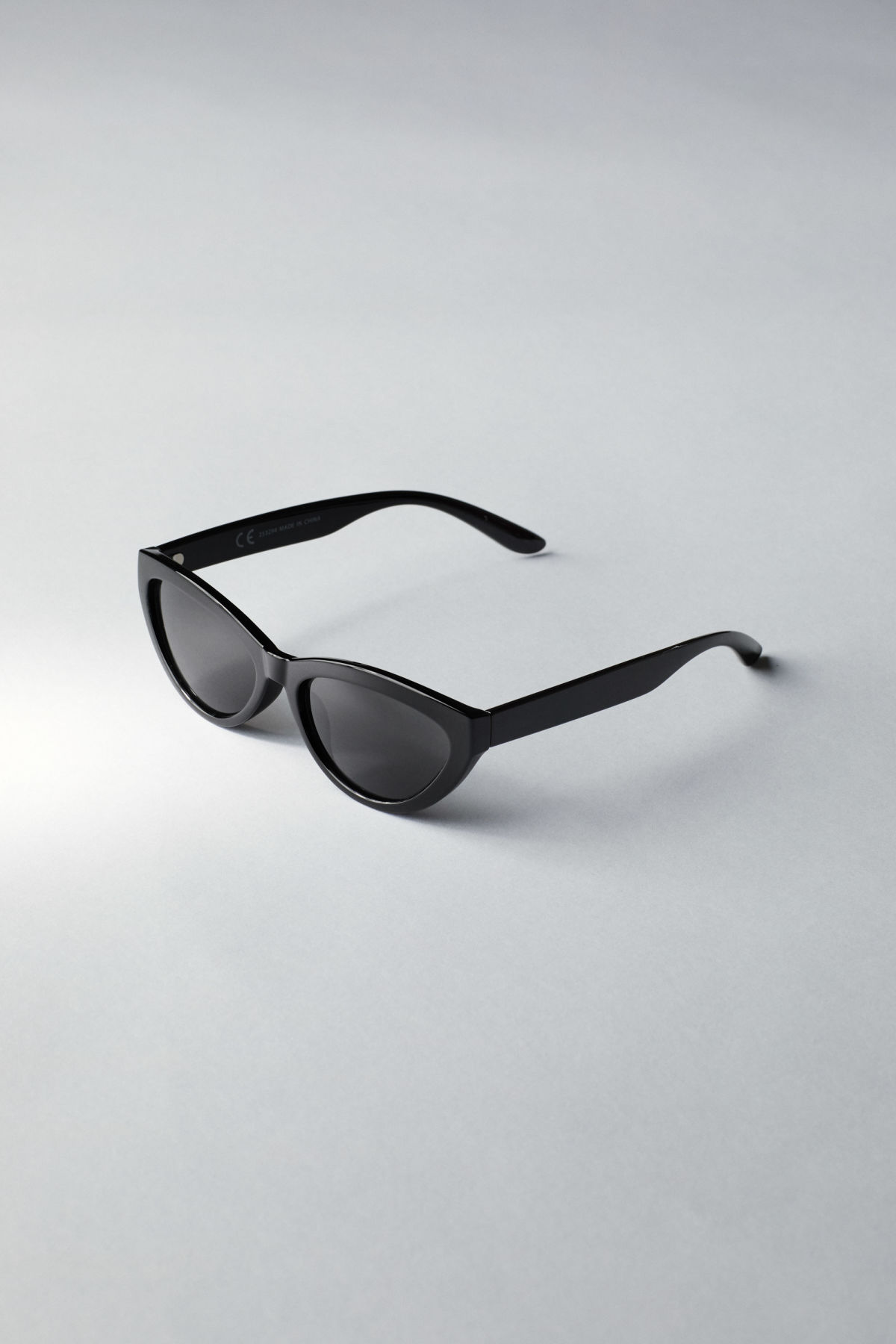 Back image of Weekday arrival cateye sunglasses in black