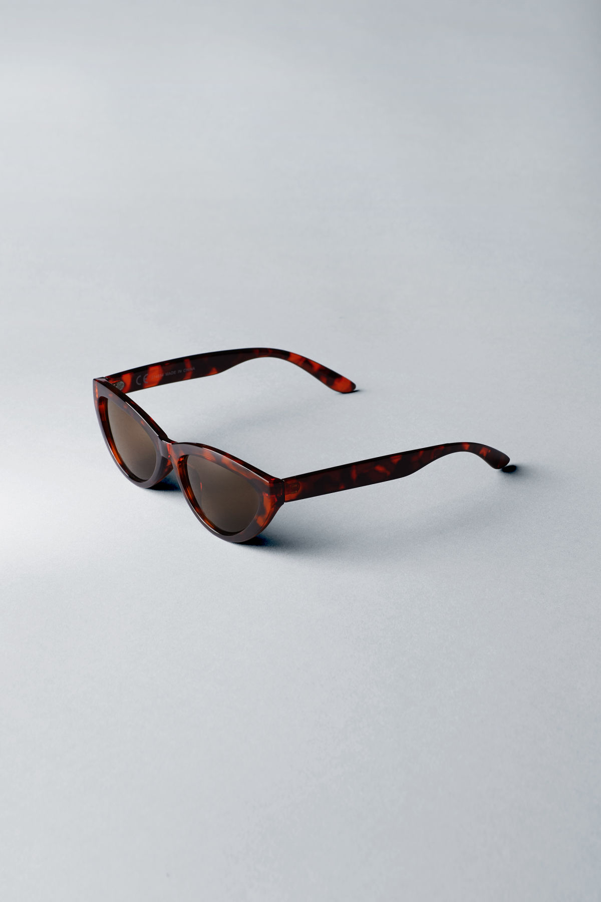 Back image of Weekday arrival cateye sunglasses in brown