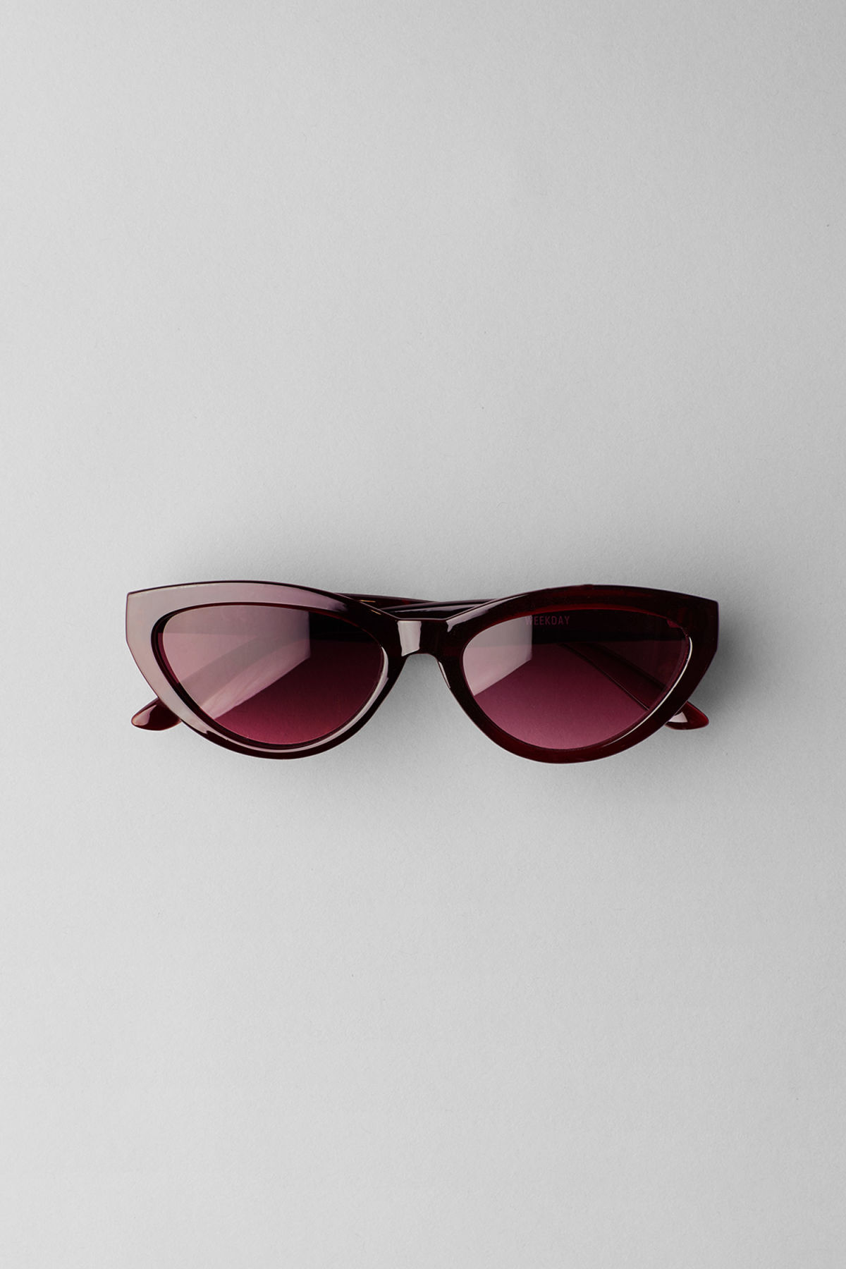 Front image of Weekday arrival cateye sunglasses in red