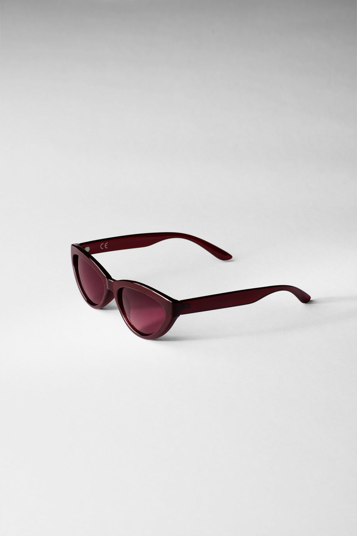 Side image of Weekday arrival cateye sunglasses in red