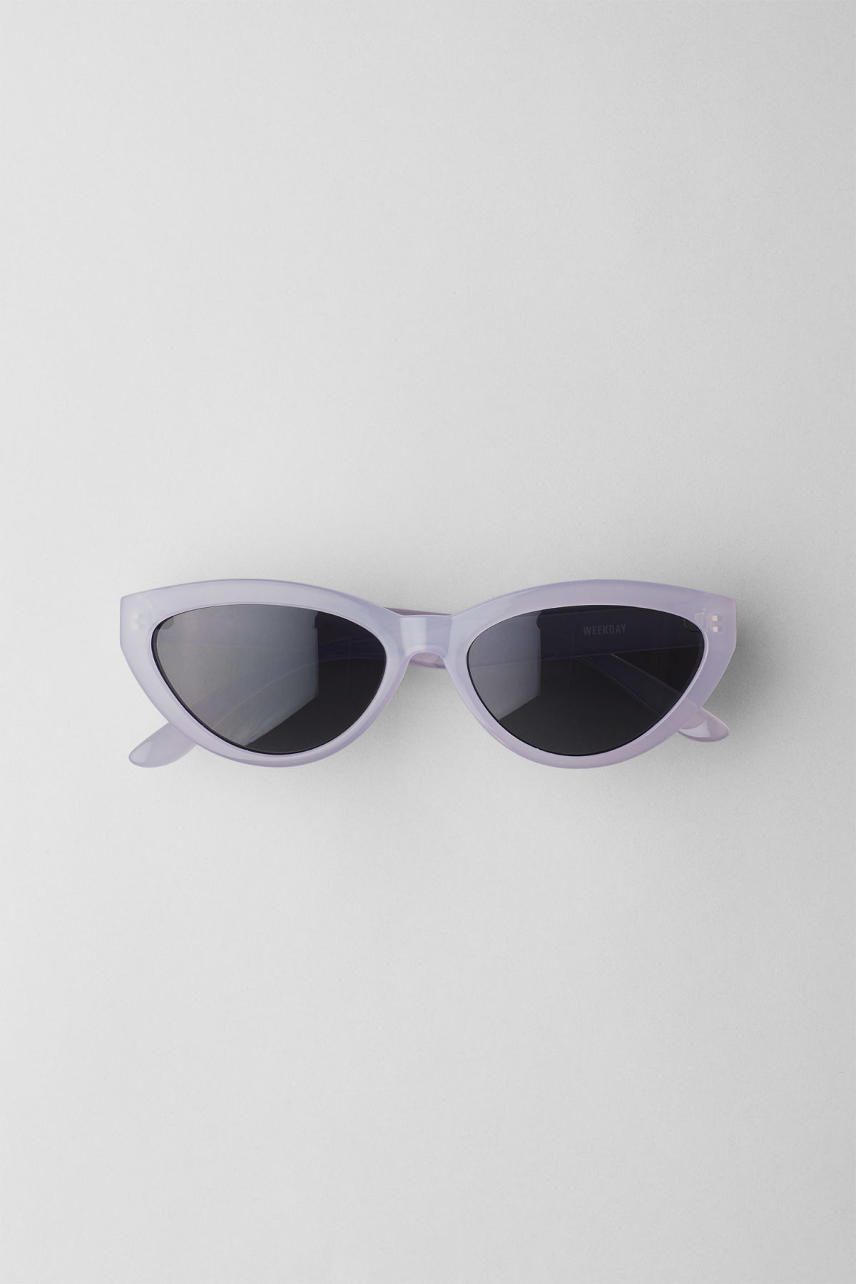 Front image of Weekday arrival cateye sunglasses in purple