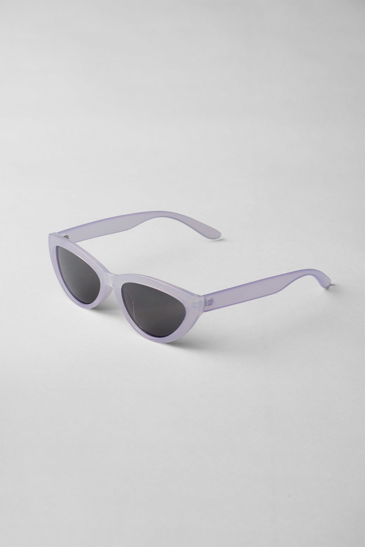 Back image of Weekday arrival cateye sunglasses in purple