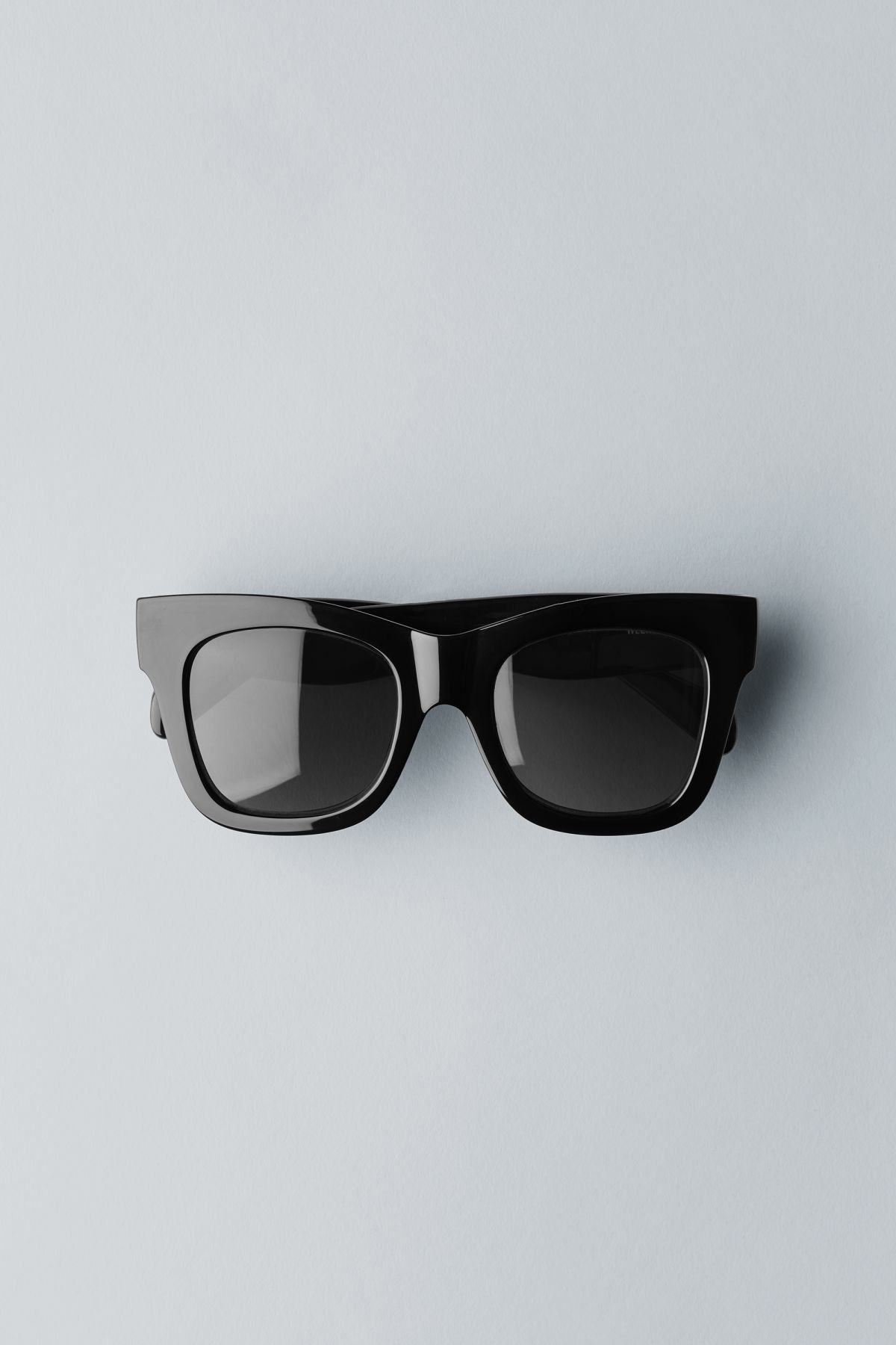 Front image of Weekday voyager sunglasses in black