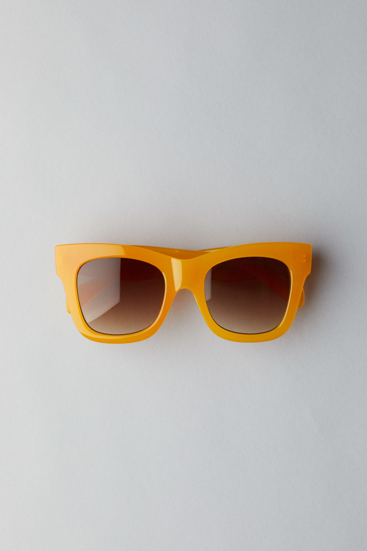 Front image of Weekday voyager sunglasses in yellow