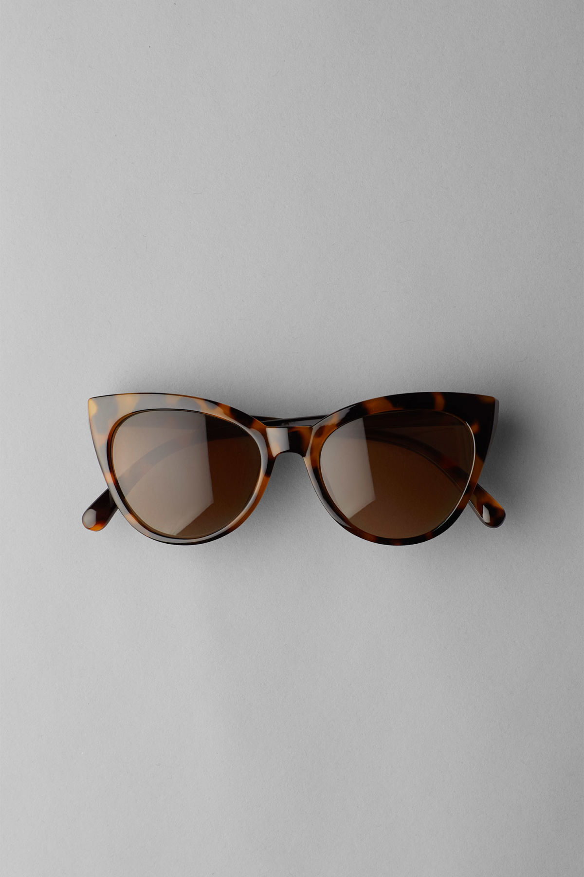 Front image of Weekday destination cateye sunglasses in beige