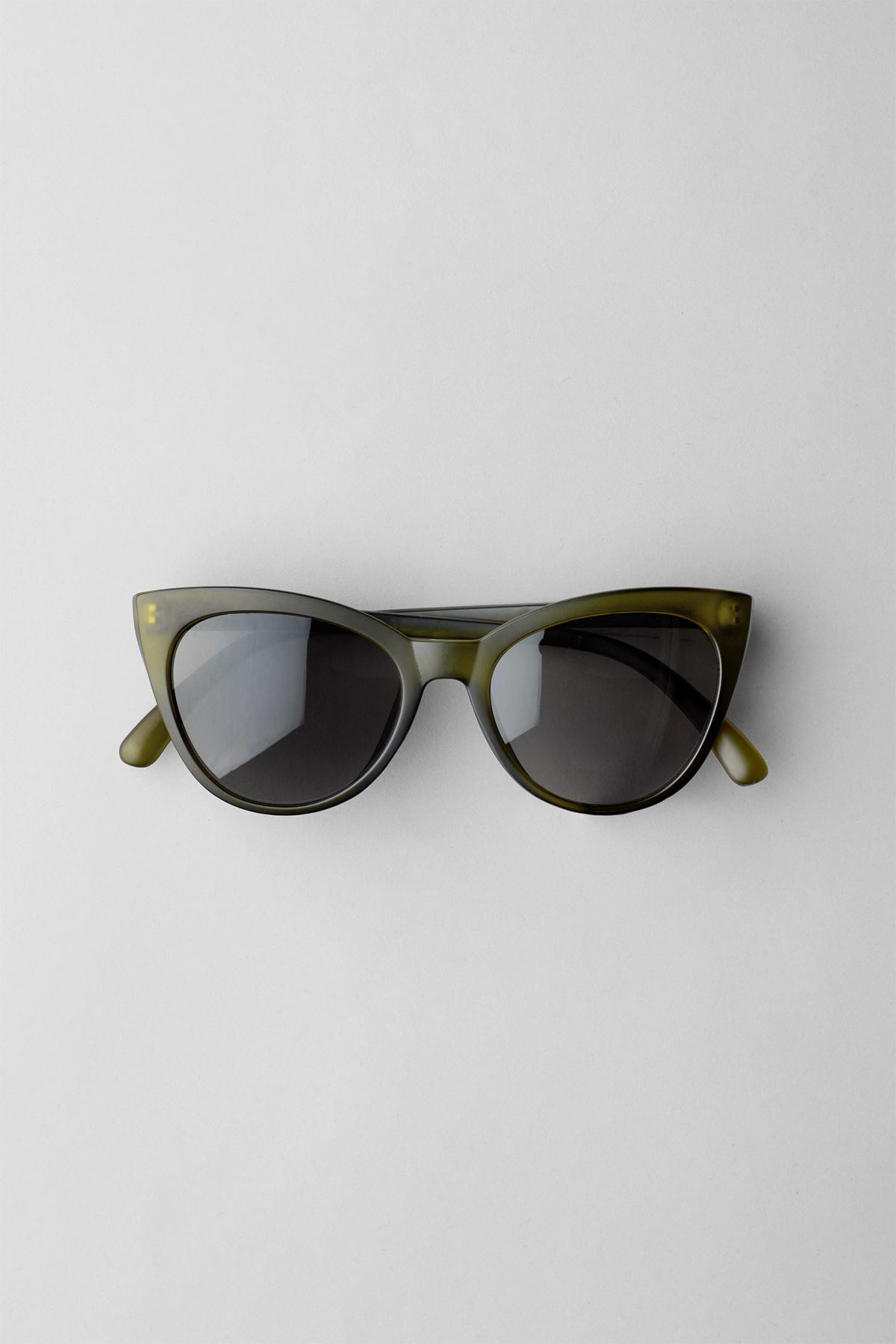 Front image of Weekday destination cateye sunglasses in green