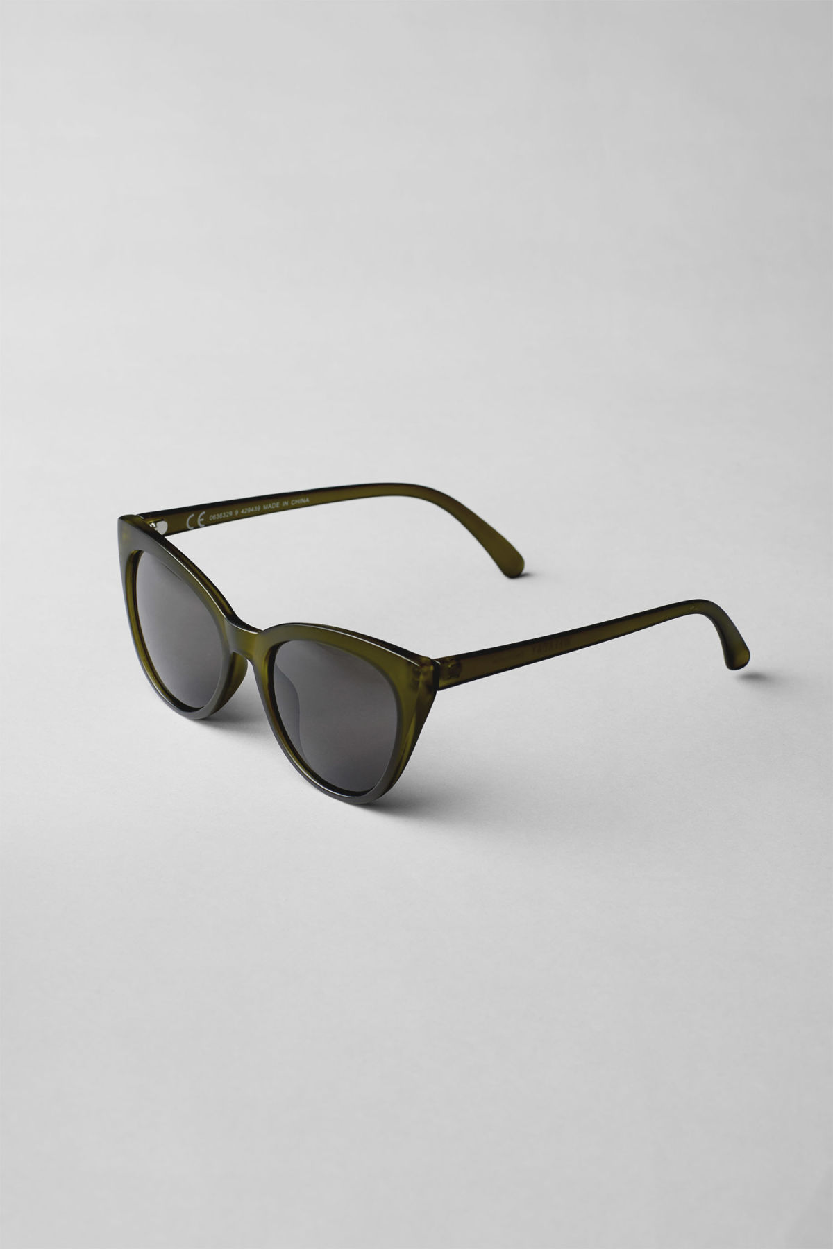 Back image of Weekday destination cateye sunglasses in green