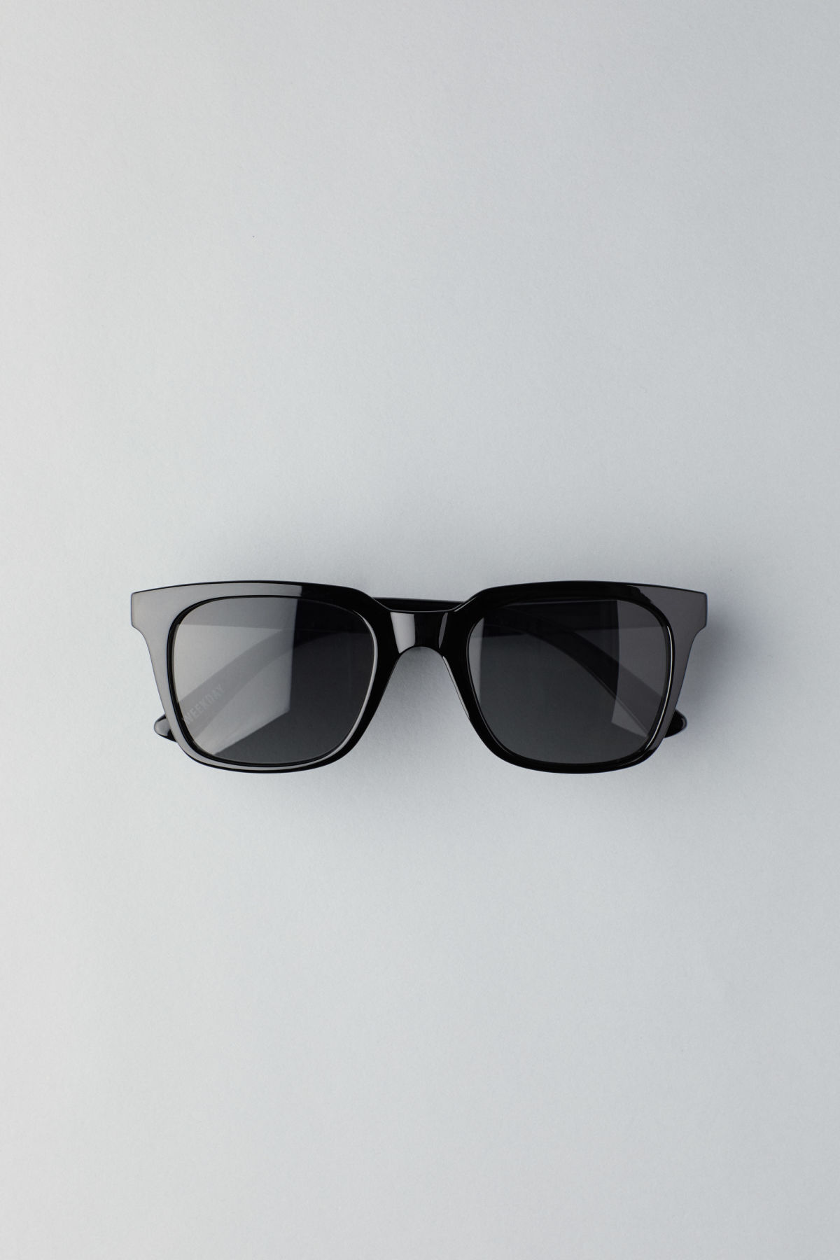 Front image of Weekday gate squared sunglasses in black