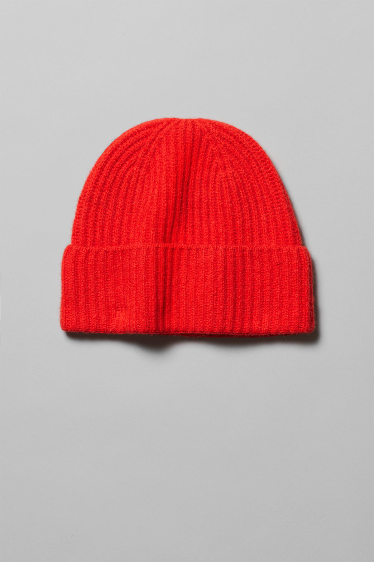 Front image of Weekday mon cashmere knit beanie in red