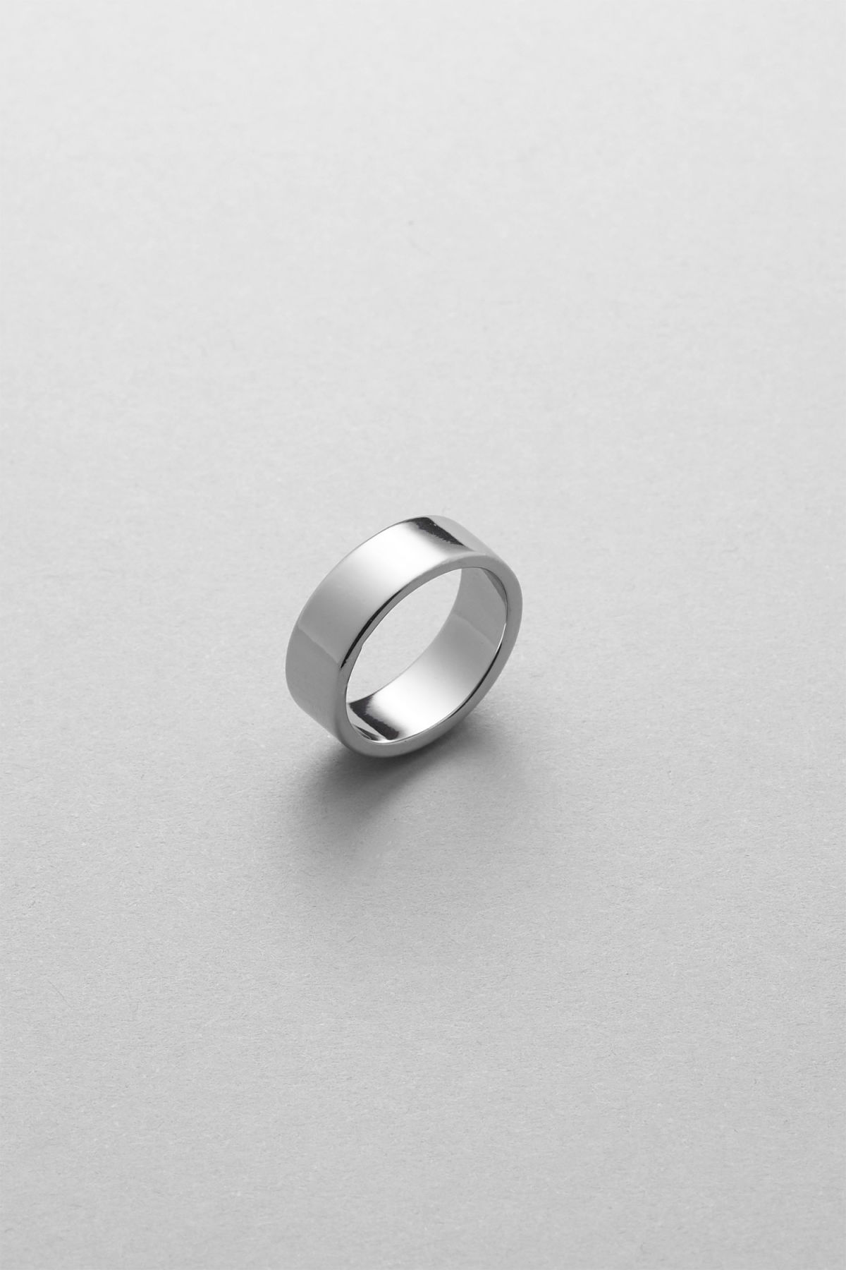 Front image of Weekday triton ring in silver
