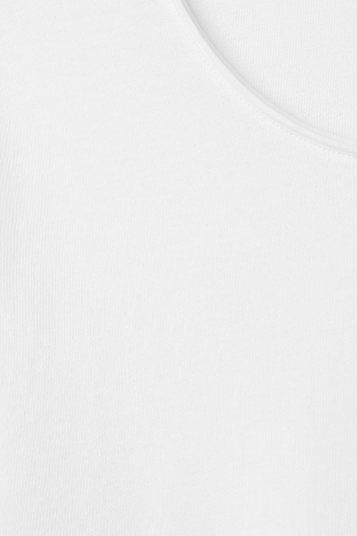 Detailed image of Weekday dark t-shirt in white