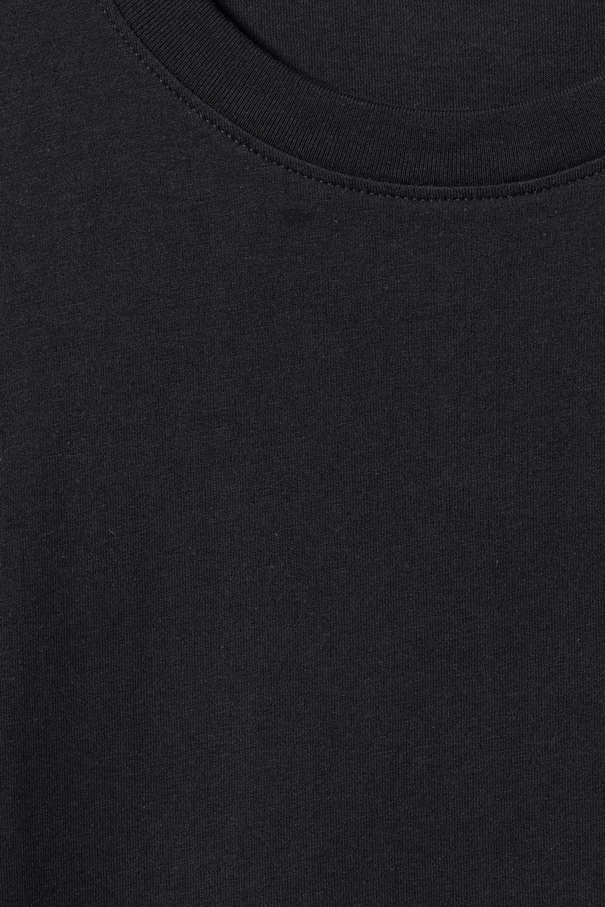 Detailed image of Weekday frank t-shirt in black