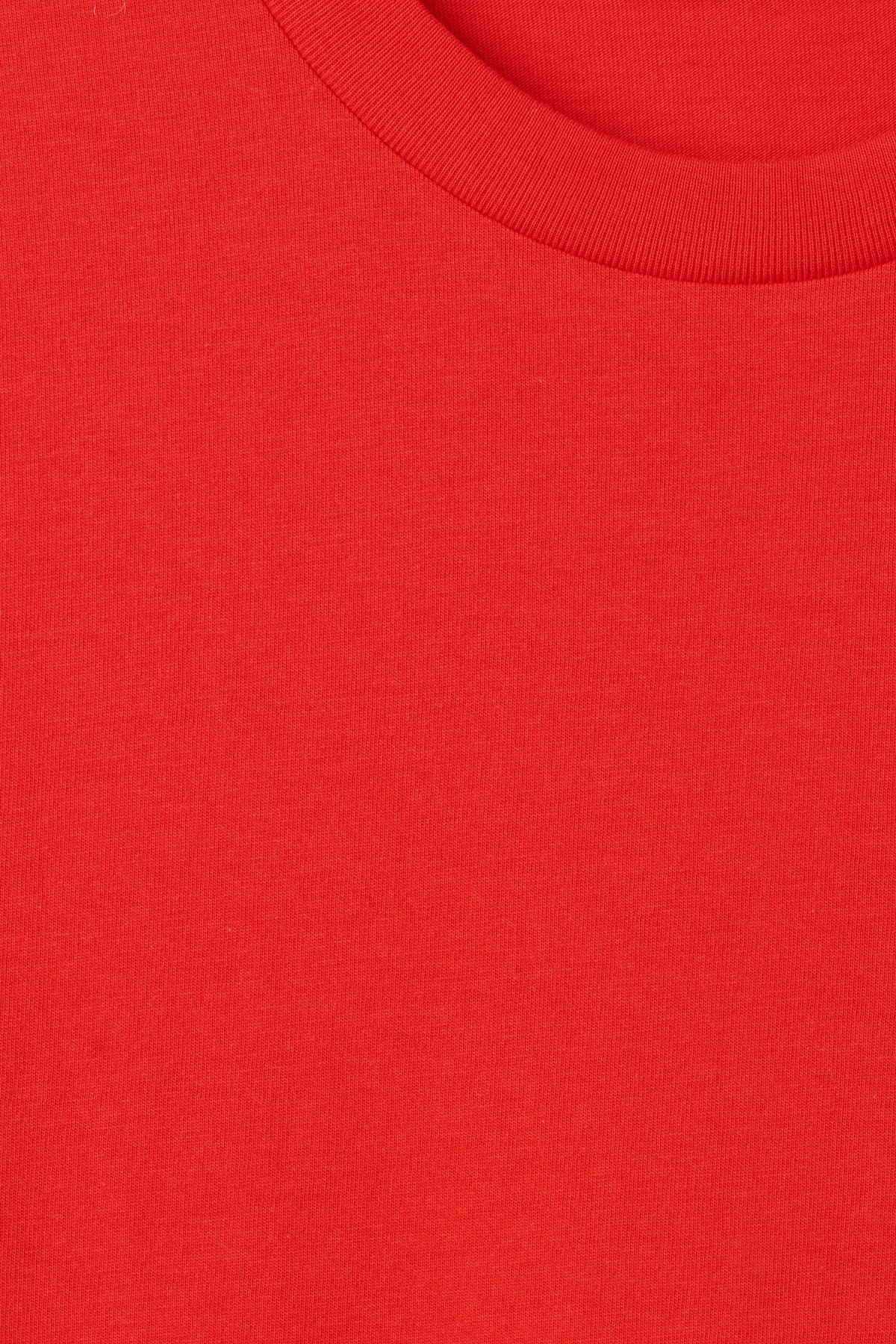 Detailed image of Weekday alan t-shirt in red