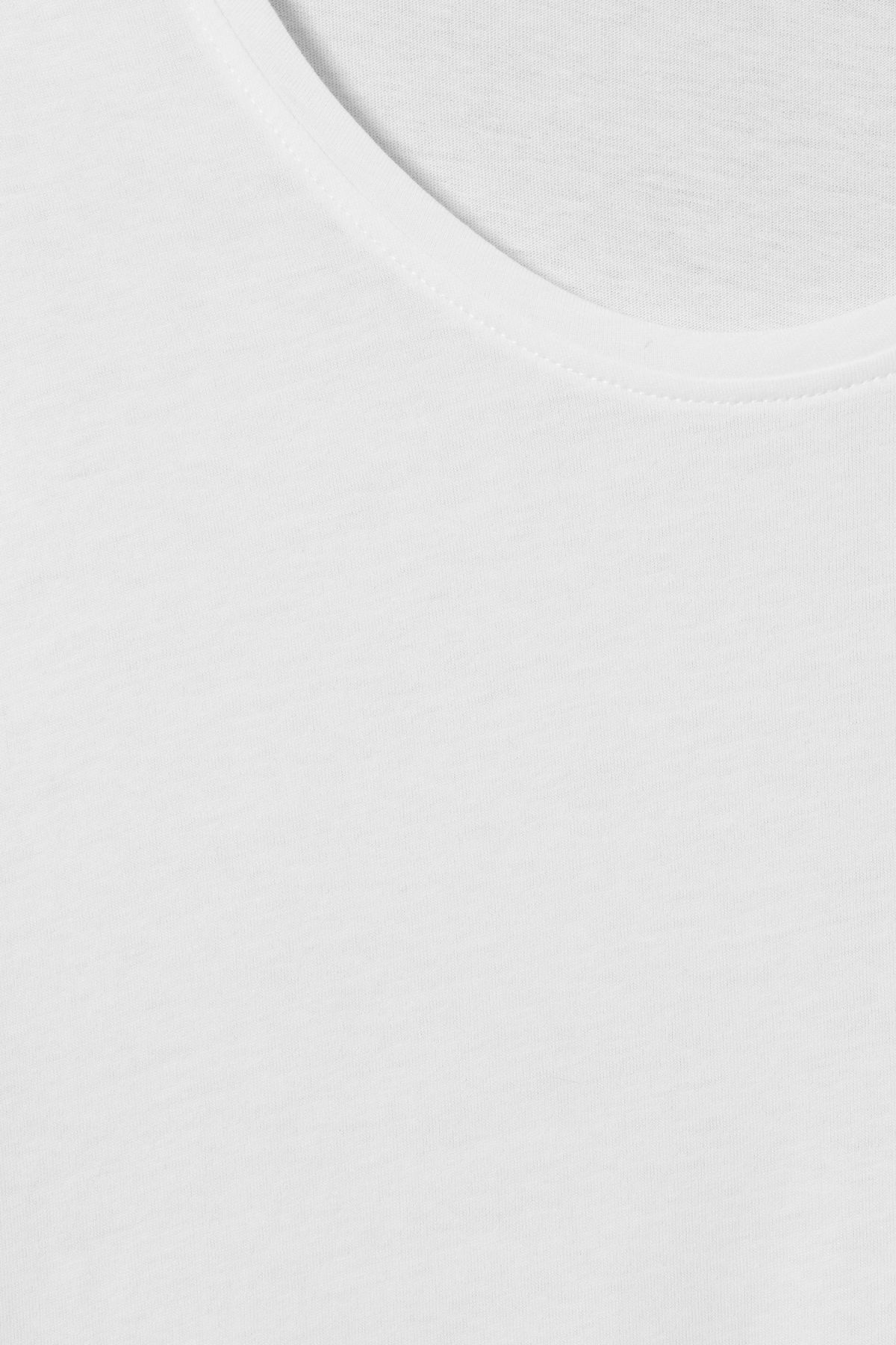 Detailed image of Weekday daniel t-shirt in white