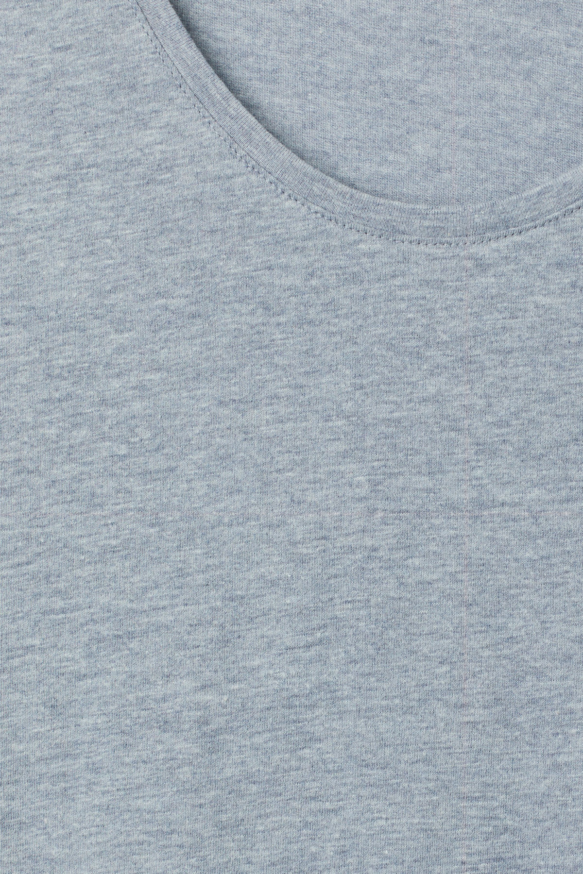 Detailed image of Weekday daniel t-shirt in blue