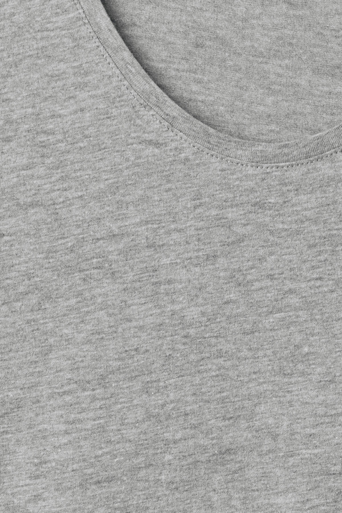 Detailed image of Weekday daniel t-shirt in grey