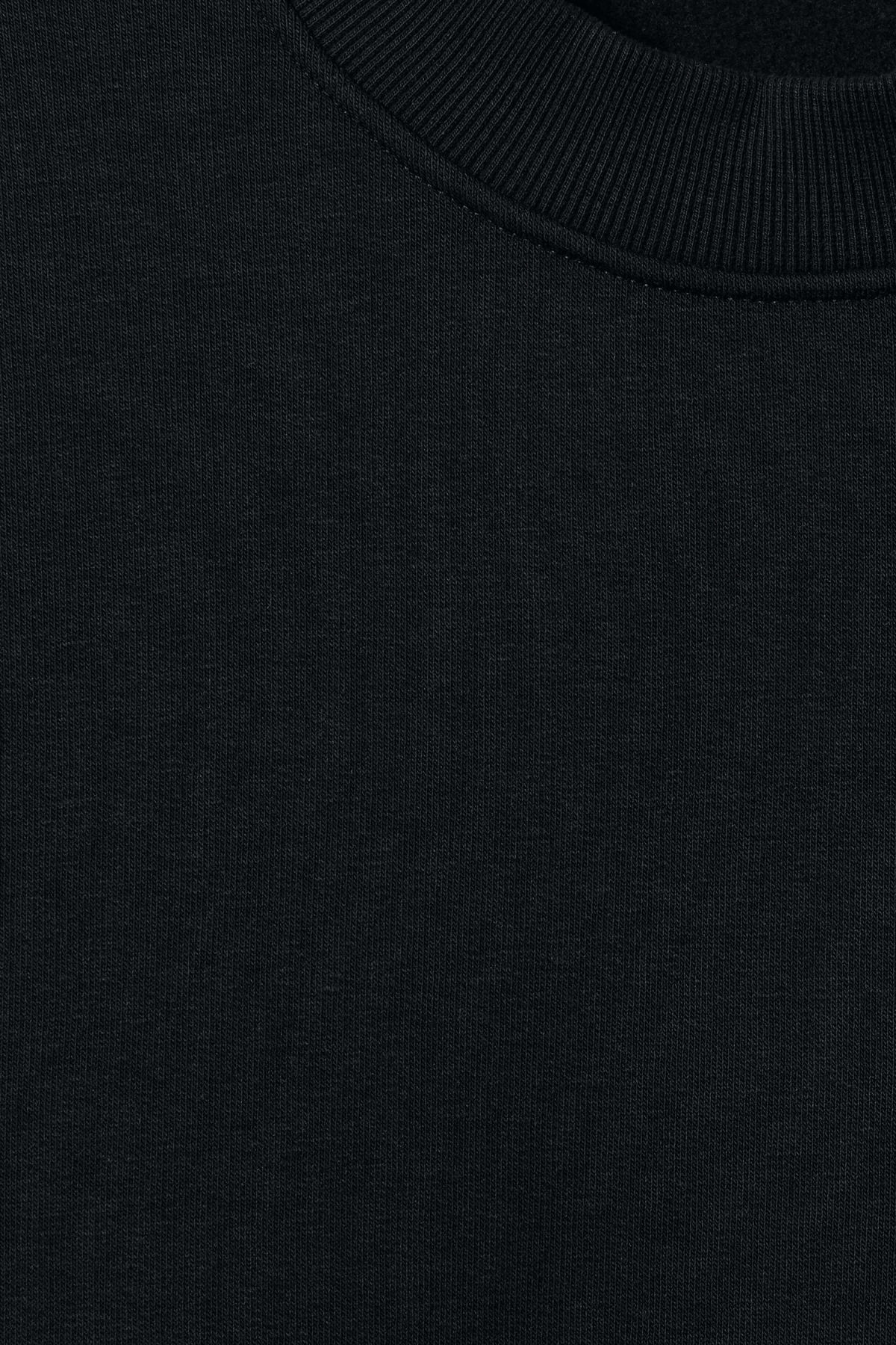 Detailed image of Weekday big steve sweatshirt in black