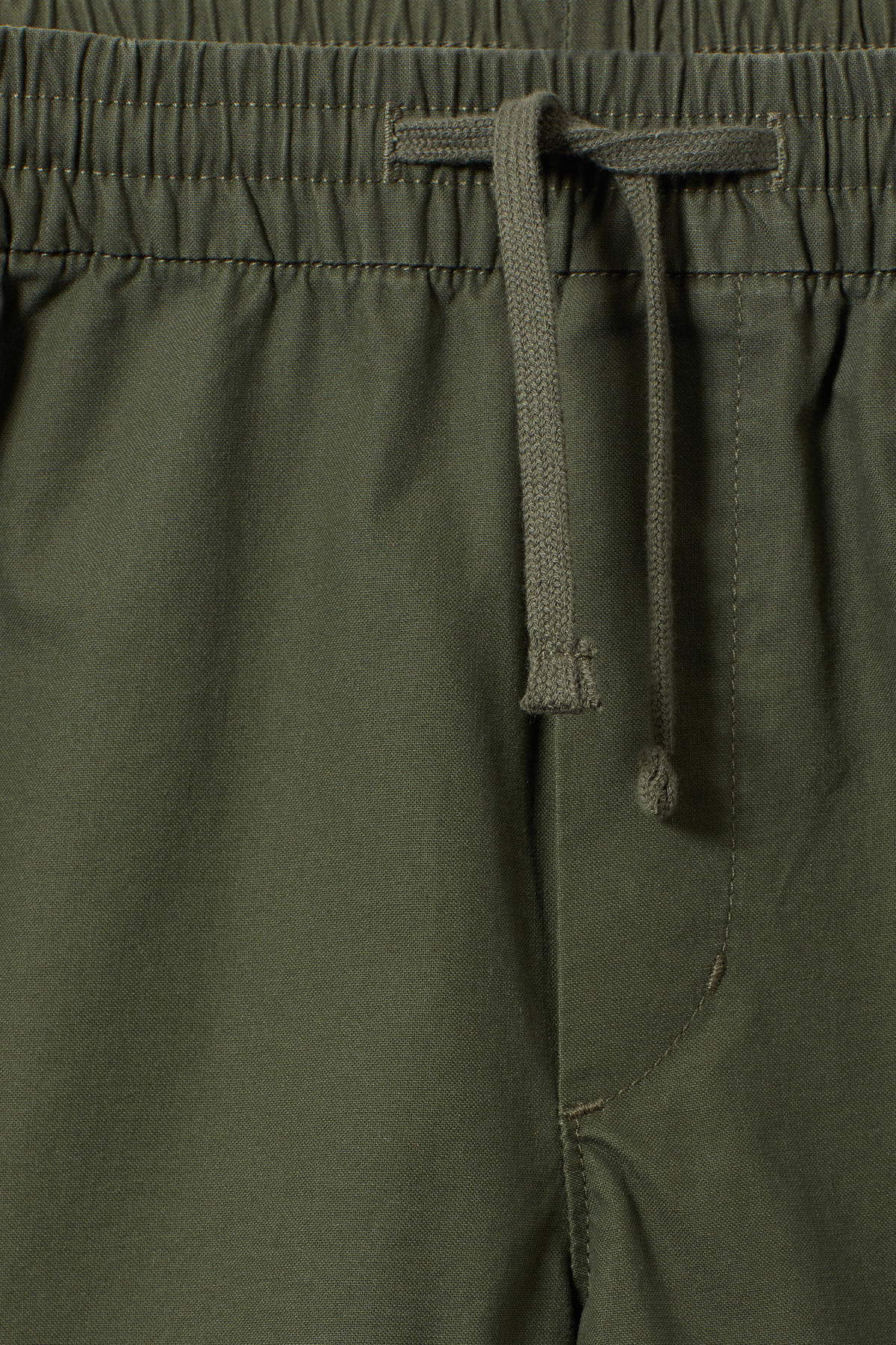 Detailed image of Weekday olsen shorts in green