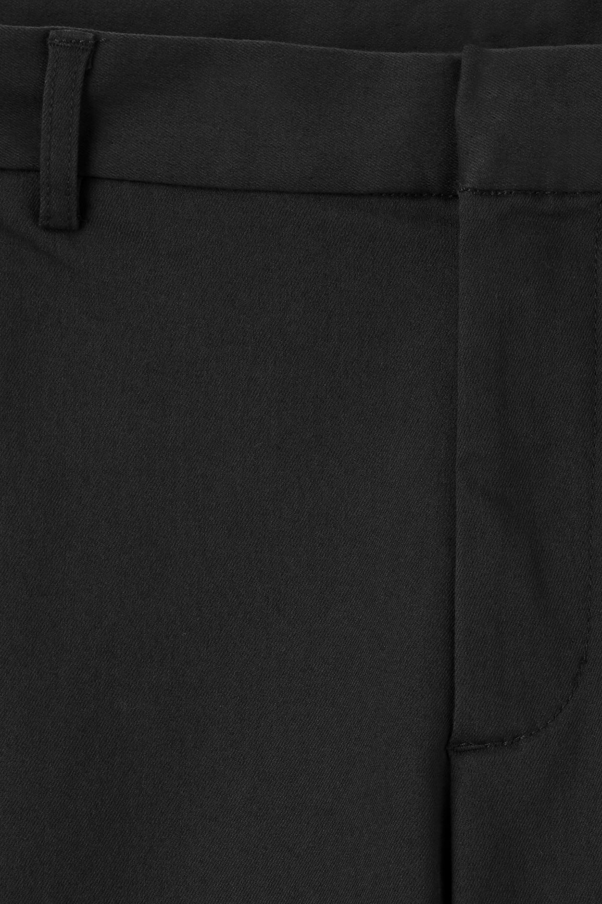 Detailed image of Weekday piotr shorts in black