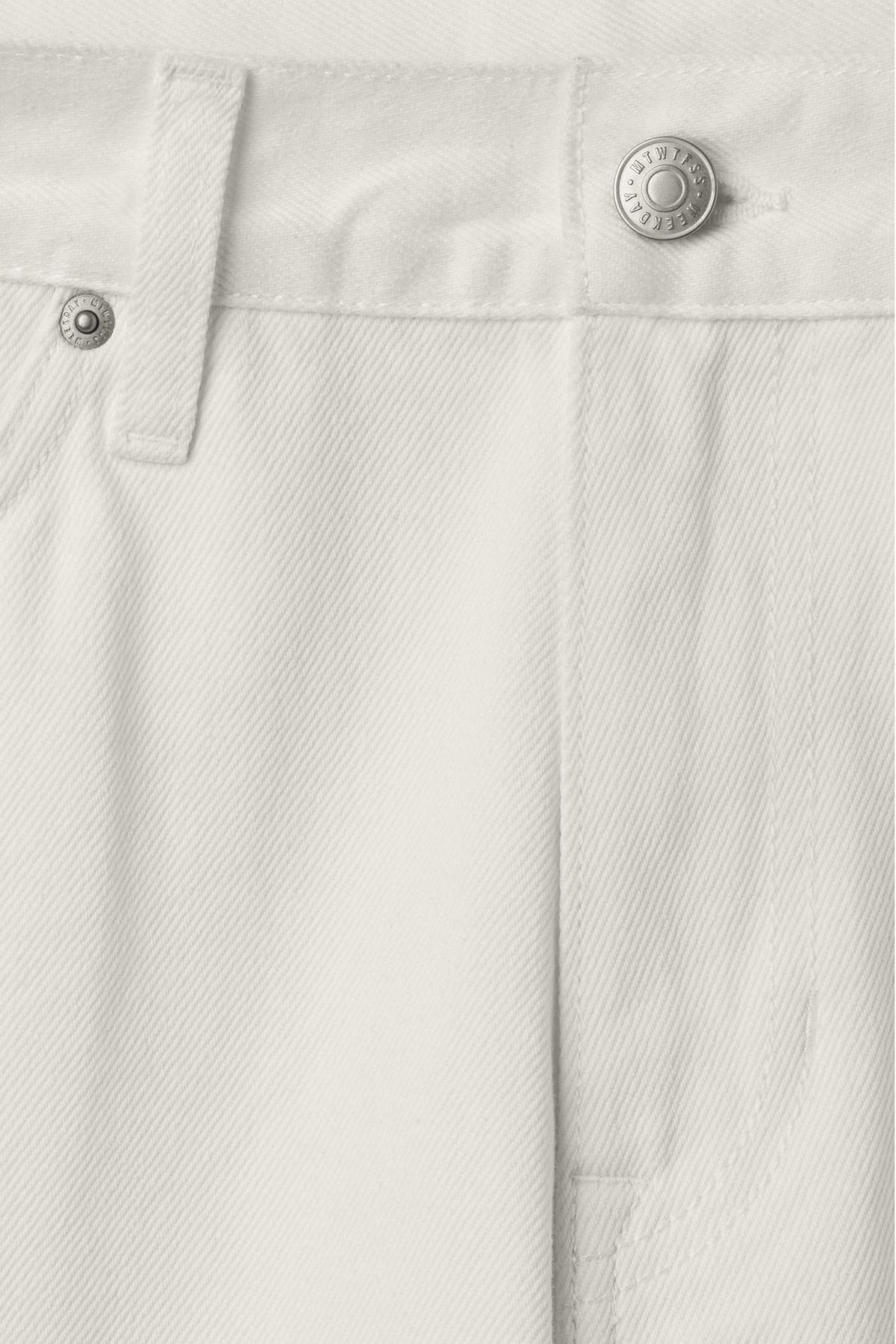 Detailed image of Weekday vacant shorts white in white