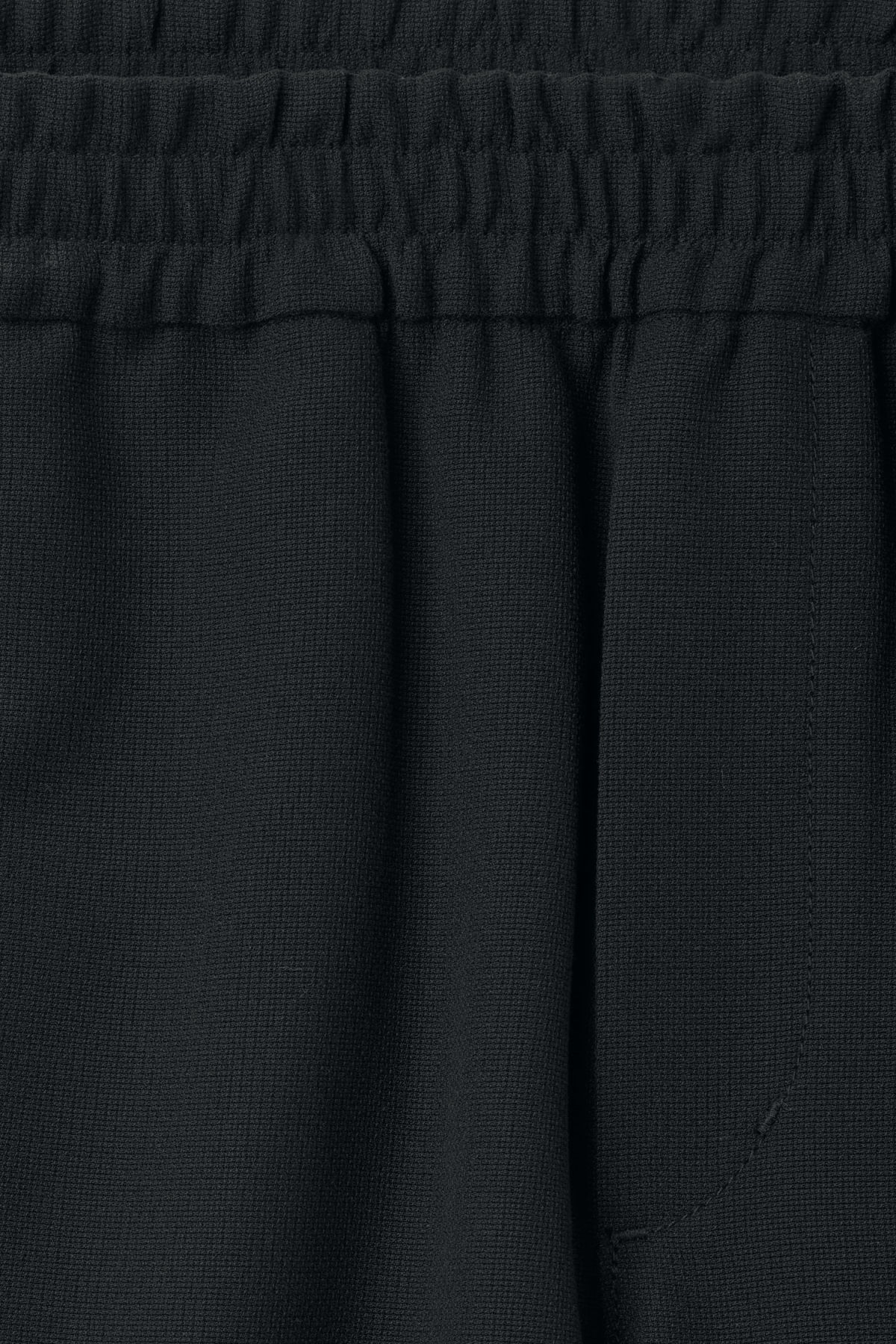 Detailed image of Weekday wellmann shorts in black