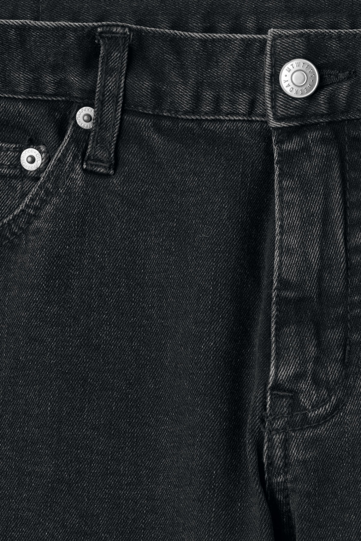 Detailed image of Weekday friday decon short black jeans in black