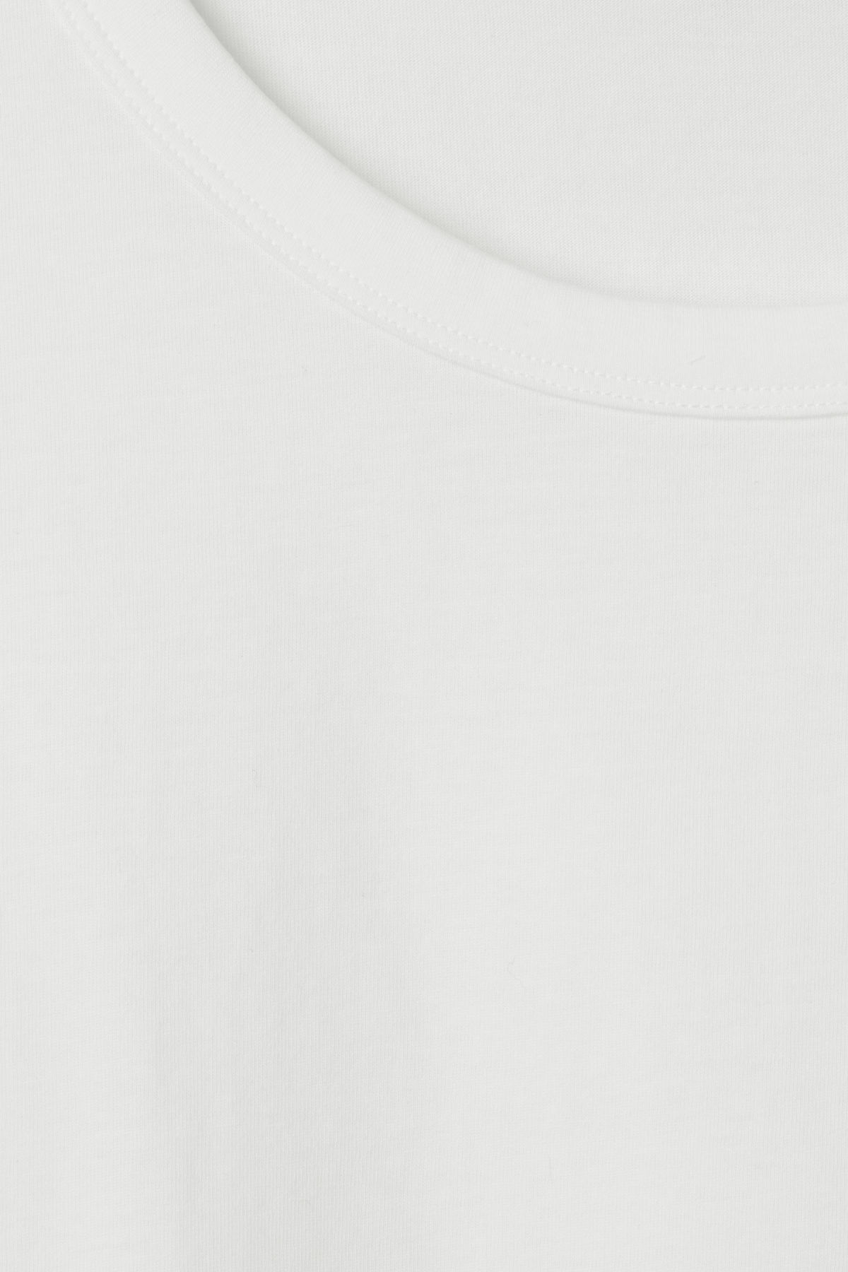 Detailed image of Weekday ely tee in white