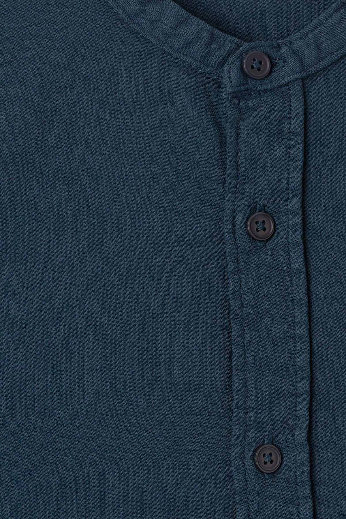 Detailed image of Weekday less shirt od indigo in blue