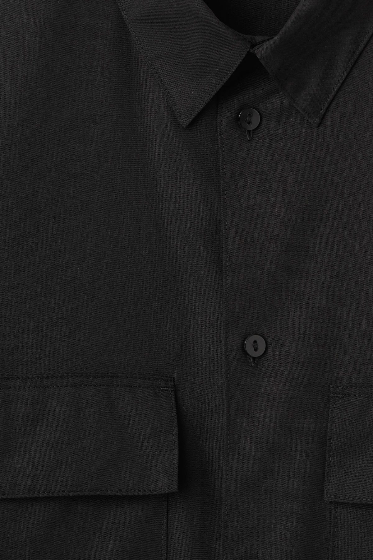 Detailed image of Weekday hudson shirt in black