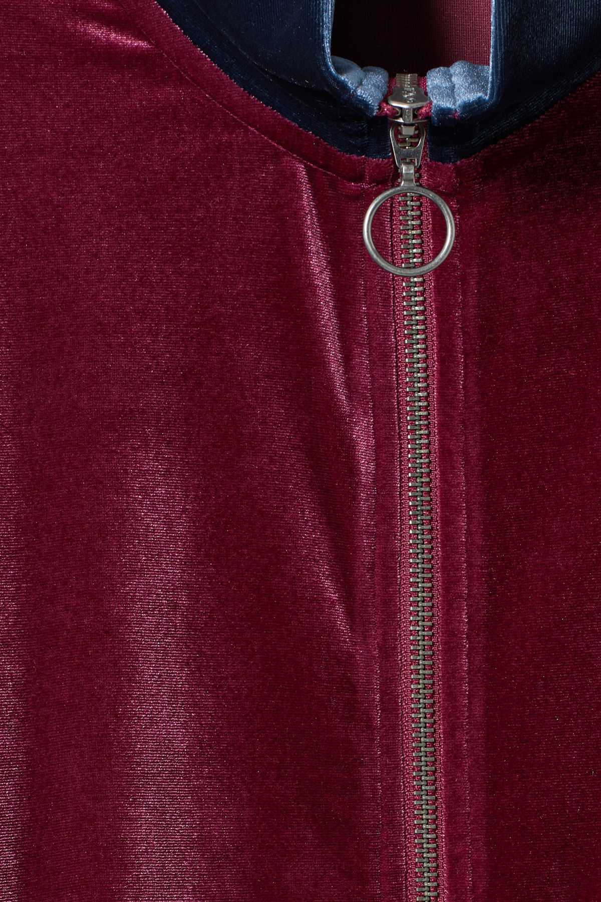 Detailed image of Weekday lessie jacket in red